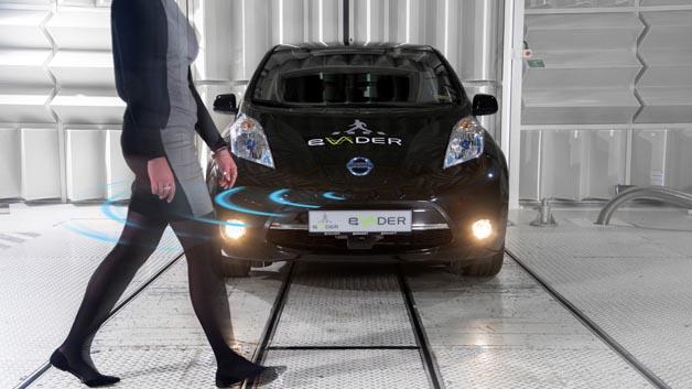 Im Projekt Evader wird an einem Warnsystem für Elektroautos gearbeitet, das Fußgänger oder Radfahrer akkustisch vor dem geräuscharmen, herankommenden Fahrzeug warnt.