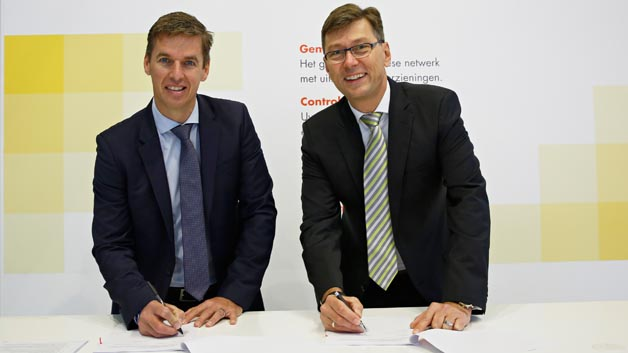 (v.l.n.r.) Andreas Lips, Marketing Manager Western Europe, Shell Commercial Fleet  Thomas Schmidt, Managing Director, TomTom Telematics