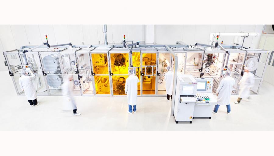 Die erste Rolle-zu-Rolle Produktion für Solarfolie wurde bei Heliatek aufgestellt.