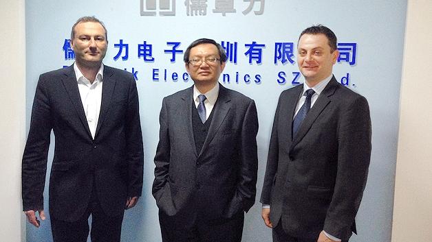 (von links nach rechts:) Markus Krieg (Managing Director Marketing, Rutronik), Lawrence Sia (Vice Director Sales, LRC), Gerhard Weinhardt (General Manager Asia, Rutronik)
