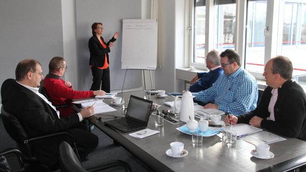 Im Bild(v.l.n.r.) Thomas Rechlin (Recom), Ralf Higgelke (Design&Elektronik), Josefine Lametschwandtner (Recom), Engelbert Hopf (Markt&Technik), Peter Runz (TDK-Lambda) und Michael Raspotnig (Puls).