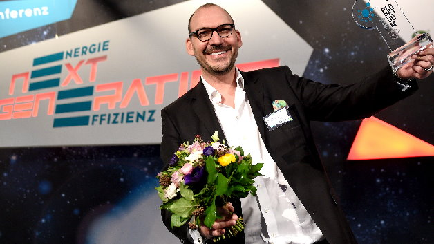 Marco Hahn freut sich über den Publikumspreis.