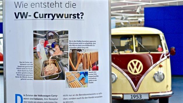 Eine Sonderausstellung gibt einen Einblick in den Herstellungsprozess der Volkswagen Currywurst.