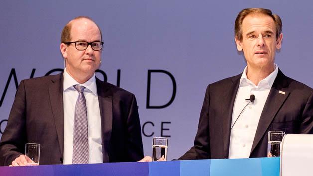 Klaus-Jürgen Heitmann, HUK Coburg (li.) und Dr. Volkmar Denner, CEO Bosch.