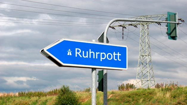 Platz 10 für den Pott: Im Ruhrgebiet sind in einige verkehrsreiche Städte zu finden, beispielsweise Dortmund. Im gesamten Raum stehen die Autofahrer etwa 35 Stunden im Stau. immerhin 6,9 Stunden weniger als noch 2014.