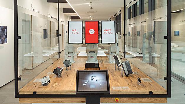 ...zeigt Mitsubishi Electric die technologischen Errungenschaften des Konzerns. Dazu zählt u.a. Industriautomatisierung und alles was dazu gehört.