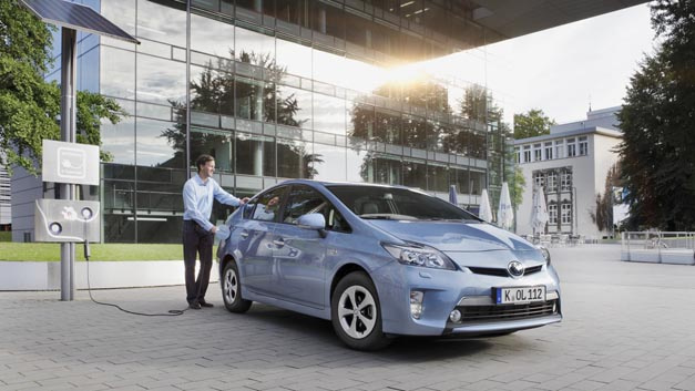 Um die Batterielebensdauer und die Reichweite von Elektro- oder Hybridfahrzeugen wie dem Prius zu verbessern, arbeitet Toyota an einer neuen Analysemethode für Lithium-Ionen-Batterien.