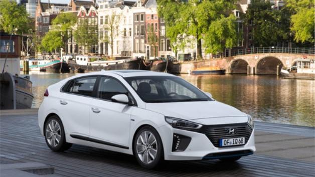 Ab sofort mit Warnton: der Hyundai Ioniq Hybrid.